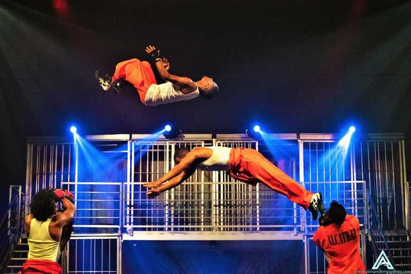 Los Cobos Cirque Alcatraz